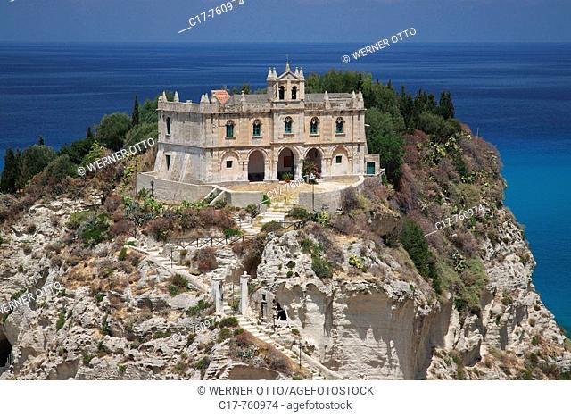 Italien, Kalabrien, I-Tropea, Provinz Vibo Valentia, Felsen Isola Bella, Sandsteinfelsen, Kirche Santa Maria dell Isola, Kapelle, ehemaliges Benediktinerkloster