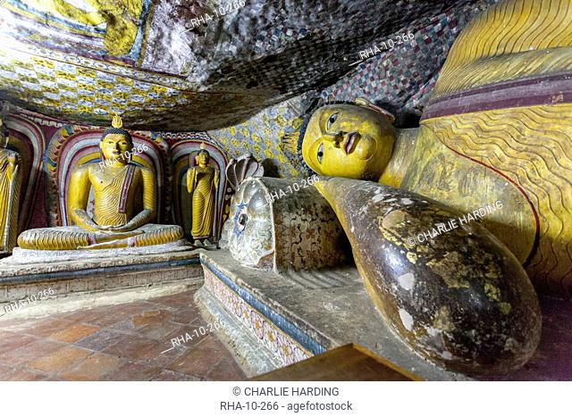 Sitting and reclining Buddha statues, Royal Rock Temple, Golden Temple of Dambulla, UNESCO World Heritage Site, Dambulla, Sri Lanka, Asia