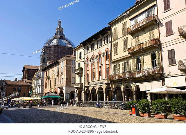 Piazza Vittoria, view to Cathedral, Pavia, Lombardy, Italy, Piazza Grande