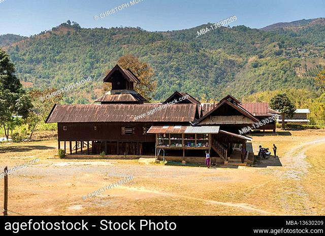 Myanmar, scenes at Inle Lake, Phyu Nge Monastery