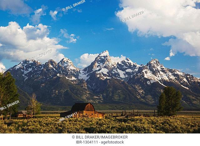 Old wooden Barn and grand teton range, Antelope Flats, Grand Teton National Park, Wyoming, USA