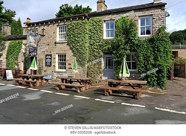 Green Dragon Inn Hardraw, entrance to Hardraw Force, Yorkshire Dales, England, UK