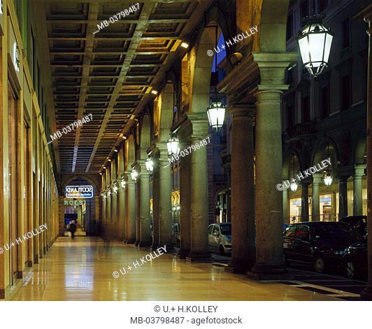 Italy, Piemont, Turin, via Roma, %0AArkaden, illumination Abend%0A%0AEuropa North Italy sight arcade, columns, bows, round bows, cassette blankets, architecture