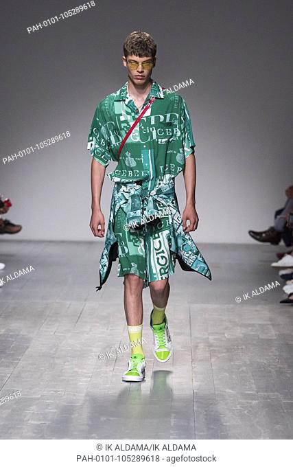 Iceberg catwalk during LFWM June 2018. Spring/Summer 2019 Collection. London, UK. 08/06/2018 | usage worldwide. - London/United Kingdom of Great Britain and...