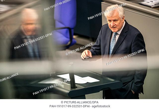 17 October 2019, Berlin: Horst Seehofer (CSU), Federal Minister of the Interior, Home and Construction, speaks in the debate on combating anti-Semitism