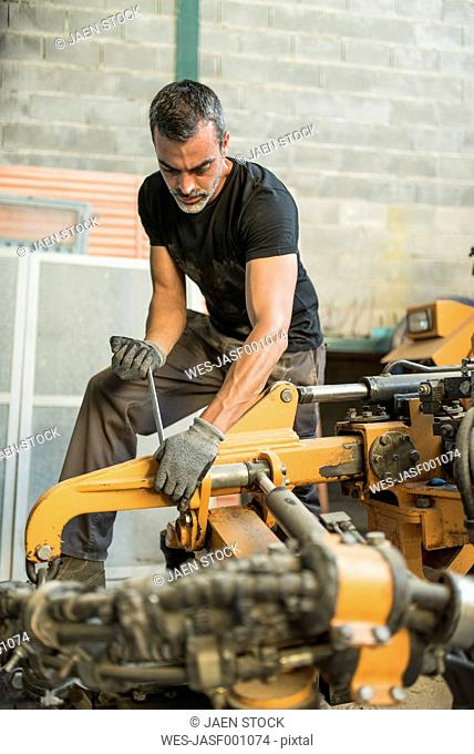 Mechanic adjusting machine