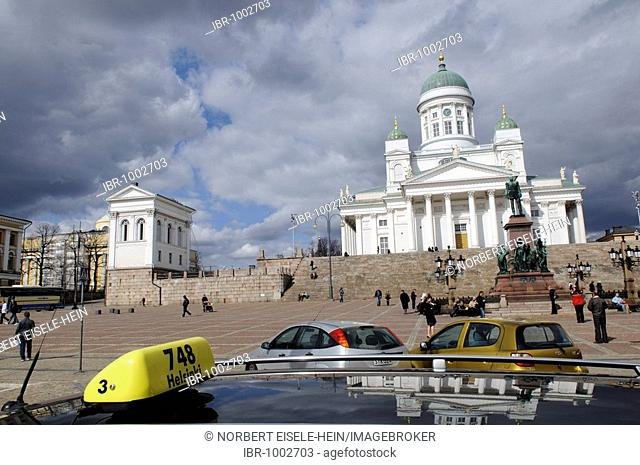 Taxi in front of Tuomiokirkko, Helsinki Cathedral, Senate Square, Helsinki, Finland, Europe