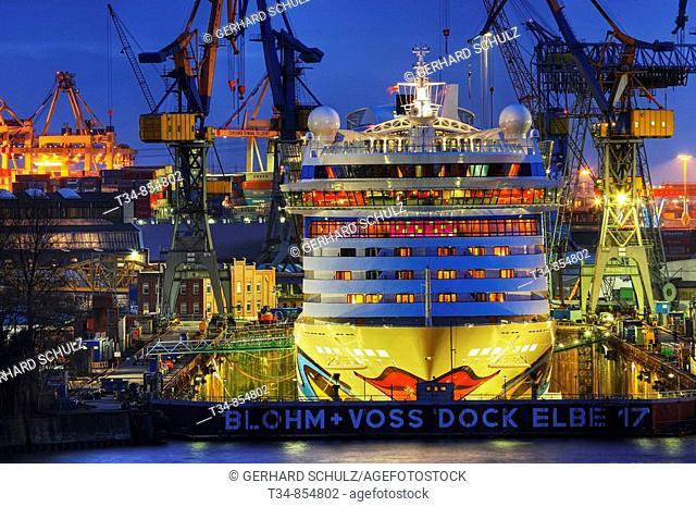 AIDALUNA im Dock bei Blohm & Voss Hamburg, Deutschland , AIDALUNA in Dock at Blohm & Voss Hamburg, Germany