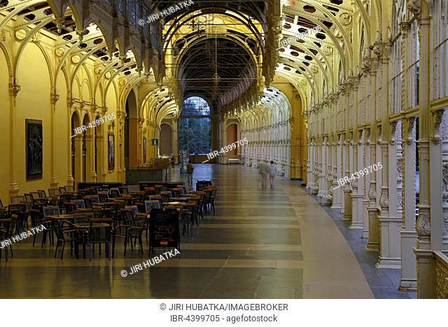 Evening mood, cast-iron construction foyer, new colonnade, Nová kolonáda, main colonnade, Marianske Lazne, Bohemia, Czech Republic