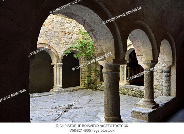 Italy, Liguria, Camogli, Abbey of San Fruttuoso (10-13th C), The cloister