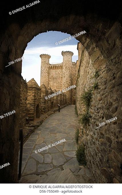 Ruinas del castillo Templario siglo XII y XIII,  Ponferrada. León . España