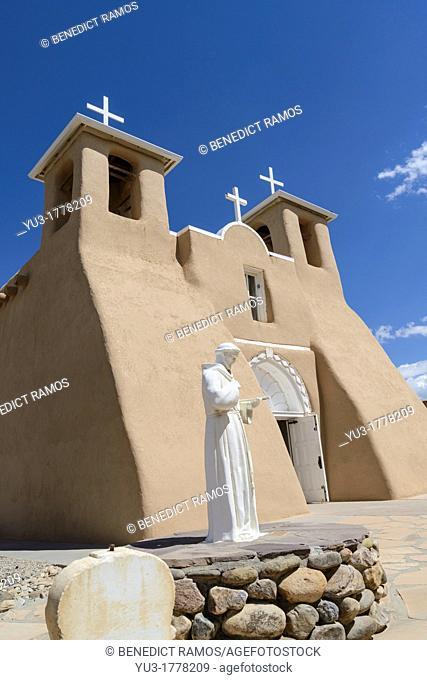 San Francisco de Asis mission church, Ranchos de Taos, New Mexico, USA