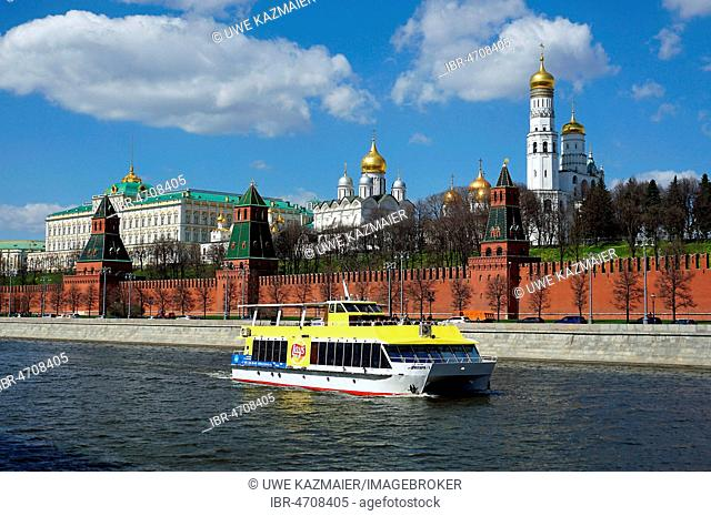 Moscow Kremlin with Great Kremlin Palace, Cathedral of the Assumption, Archangel Michael Cathedral and Ivan the Great Bell Tower, Moscow Kremlin, Moscow, Russia