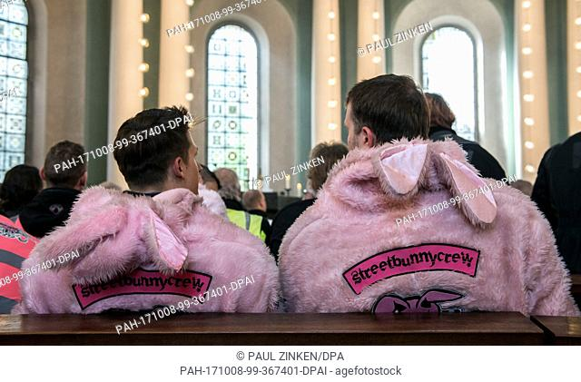 """Bikers of the """"""""Streetbunnycrew"""""""" can be seen at the St. Hedwig Cathedral in Berlin, Germany, 8 October 2017. Participants of the 44th reminder and memorial..."""
