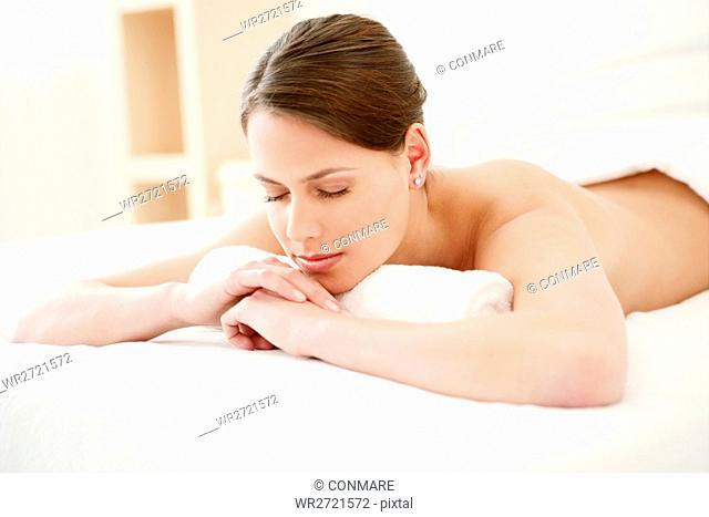 young, woman, lying, relaxing, body, bed, spa, mod