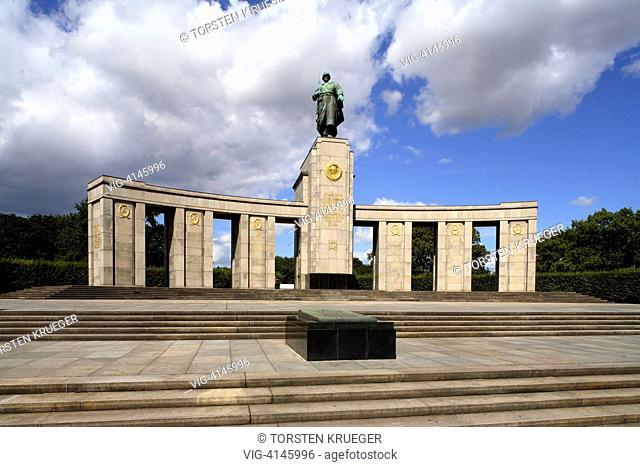 Germany, Berlin : Sowjiet Memorial