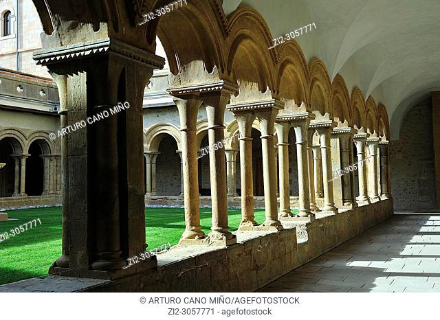 The monastery of Santa María de Bellpuig de les Avellanes. The Romanesque cloister, 13th century. Os de Balaguer town, Lerida province, Spain