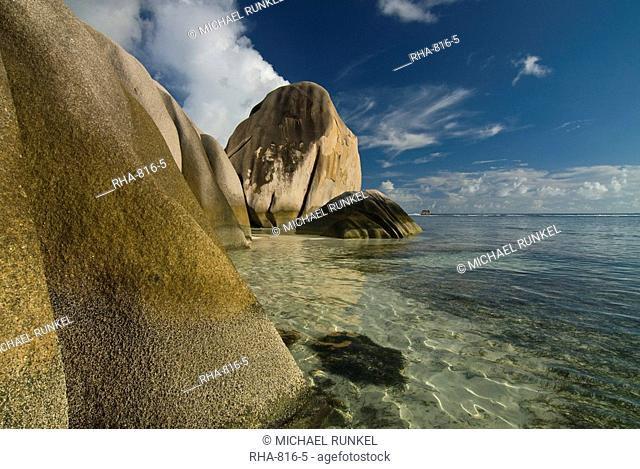 Granite rocks on the world famous beach, Source d'Argent, La Digue, Seychelles, Indian Ocean, Africa