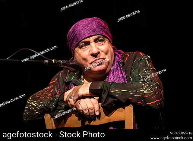 .Ezio Guaitamacchi presents the new episode of Rock Files Live at Spirt De Milan with super guests Bungaro (Antonio Calò)