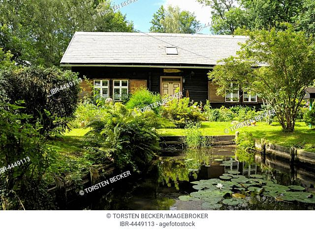 Spreewald house on Fließ river, Lehde district, Lübbenau, Spreewald, Spreewald Nature Reserve and Biosphere Reserve, Brandenburg, Germany