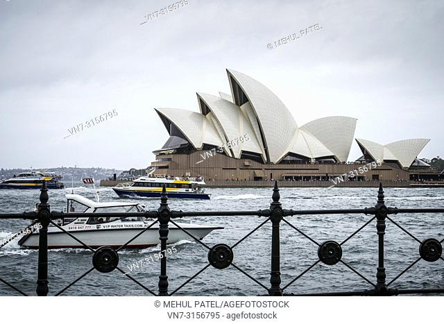 Water taxis and ferries in Sydney Harbour in front of the Sydney Opera House, Sydney, New South Wales, Australia