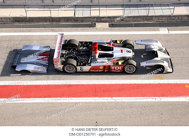 Audi R10 TDI, model year 2006-, Le Mans, racing approx., silver, standing, upholding, side view, test track