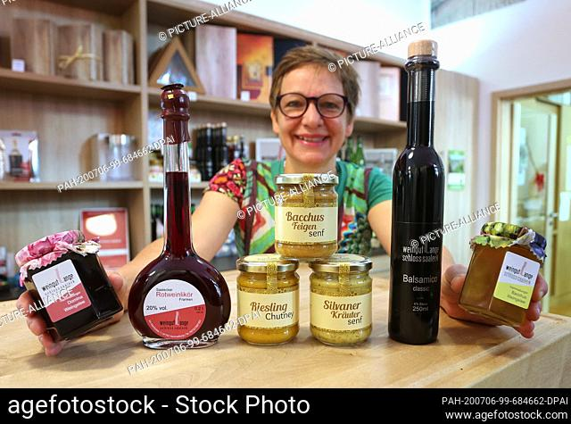 """12 June 2020, Bavaria, Hammelburg: Ulrike Lange, winemaker, presents several of her products made with Franconian wine (to dpa: """"""""Sausage"""