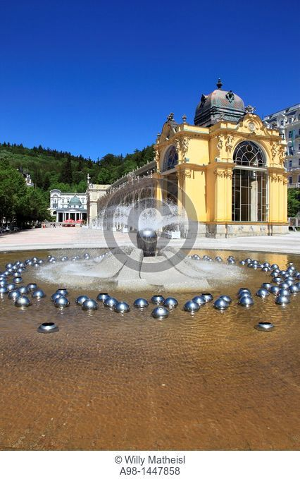 Singing Fountain in front of the Colonnade at the spa and health resort Marianske Lazne, Marienbad, West Bohemia, Czech Republic, Europe