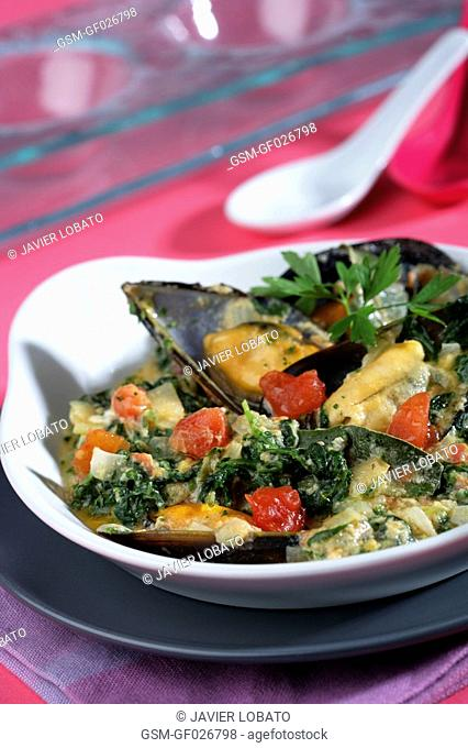 Spinachs and mussels casserole with saffron