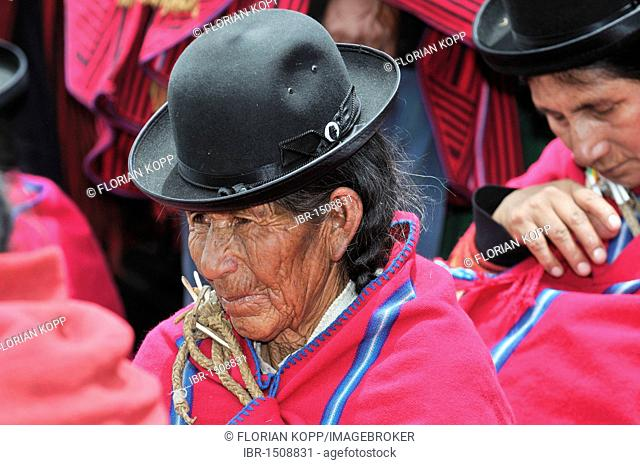 Old woman in traditional dress of the Aymara Indians, La Paz, Bolivia, South America