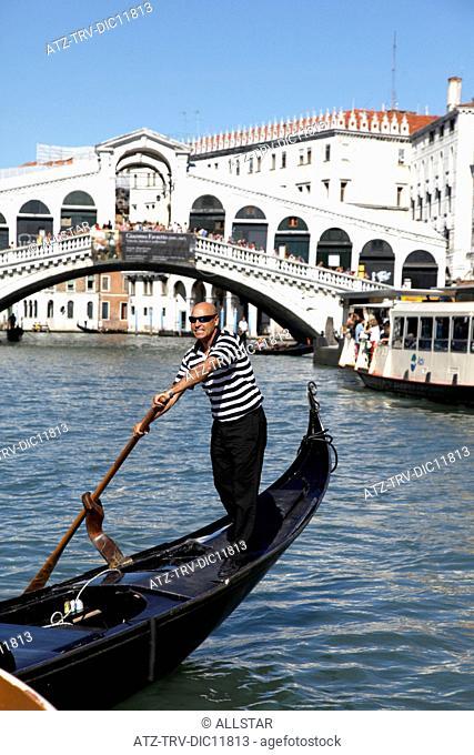 GONDOLAS & RIALTO BRIDGE OVER GRAND CANAL; VENICE, ITALY; 11/09/2010