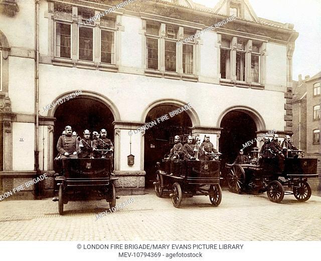 Three fire engines and their crews (Automobil-Löschzug, Berufs-Feuerwehr-Hannover), Hanover, Germany
