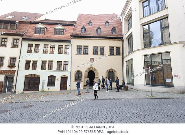 24 October 2019, Saxony-Anhalt, Eisleben: Tourists leave the dying house of Martin Luther in Eisleben. The Luther Memorial is a UNESCO World Heritage Site