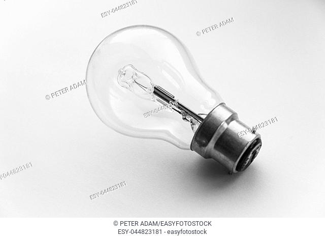 Bayonet mount halogen electric light bulb in clear glass