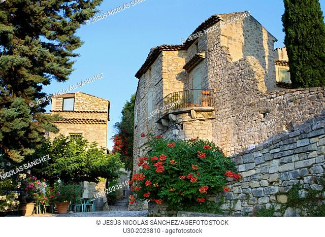 Typical street in Roque-sur-Ceze, labelled The Most Beautiful Villages of France. Gard deparment, Languedoc-Roussillon region. France