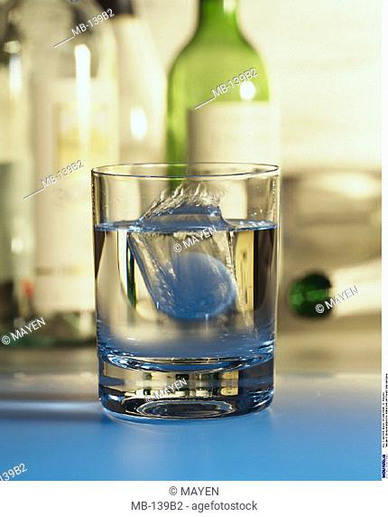 Glass, Water, Effervescent tablet