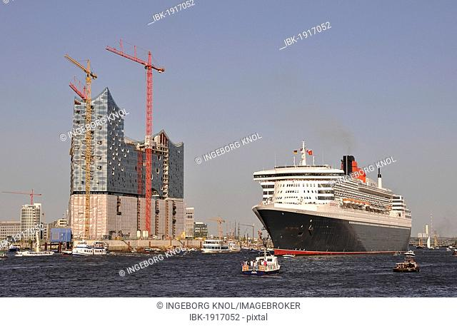 Queen Mary 2 in the harbor, Hamburg, Germany, Europe