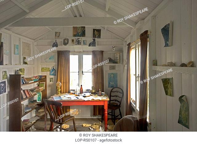 Wales, Carmarthenshire, Laugharne, The Dylan Thomas boat house in Laugharne. Dylan Thomas lived in the Boathouse for the last four years of his life during...