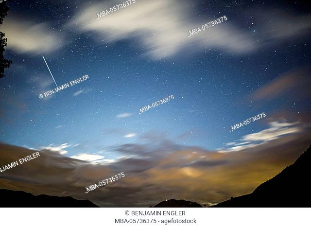 Long-exposure photography shooting star and clouds