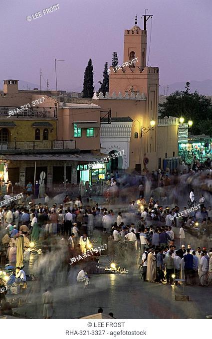 Crowds in the Djemaa el Fna, Marrakesh, Morocco, North Africa, Africa