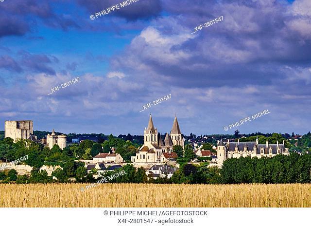 France, Indre-et-Loire (37), Loches, la cité médiévale, le Logis Royal et le chateau, Eglise St-Ours / France, Indre-et-Loire (37), Loches