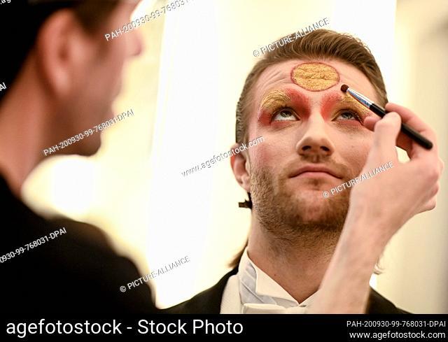 "29 September 2020, Berlin: Make-up artist Maik Meinhardt makes up model Sergei for the animal protection calendar """"Animal Eden Calendar 2020"""" at Wintergarten..."