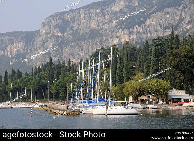 bootshafen, Garda, Gardasee, hafen, boot, boote, fischerboote, italien, wassersportnorditalien, urlaub, reise, tourismus, segelboot, segelboote