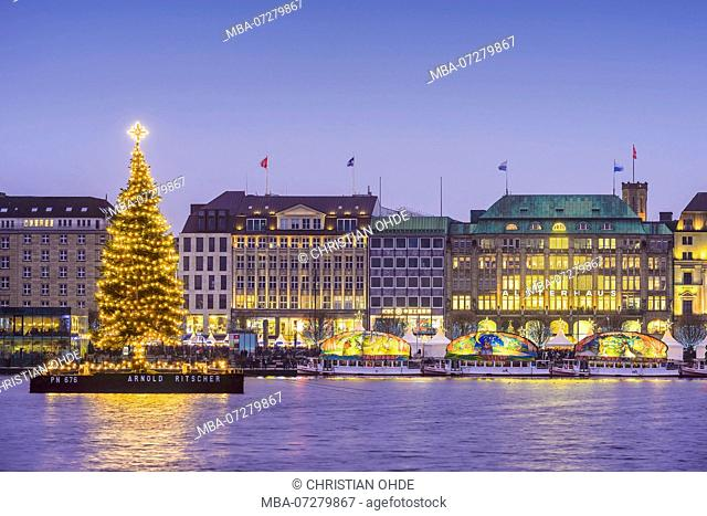 Germany, Hamburg, Neustadt, 'Alstertanne' on the Inneralster at Christmas time