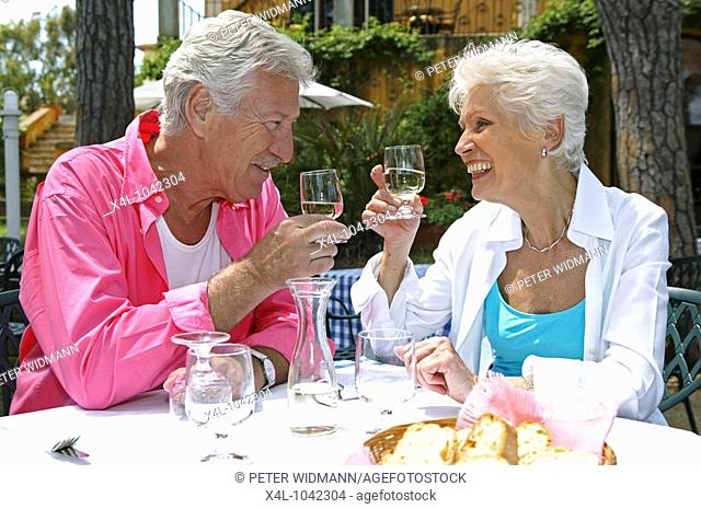 Elderly couple lucky ones when eating on vacation