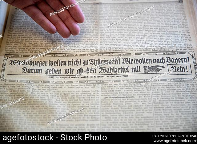 25 June 2020, Bavaria, Coburg: Propaganda for the referendum of 30 November 1919 can be read in a historical daily newspaper in the State Archives in Coburg