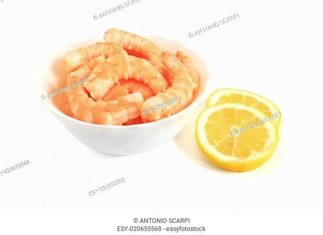 bowl with shrimps and sliced lemon
