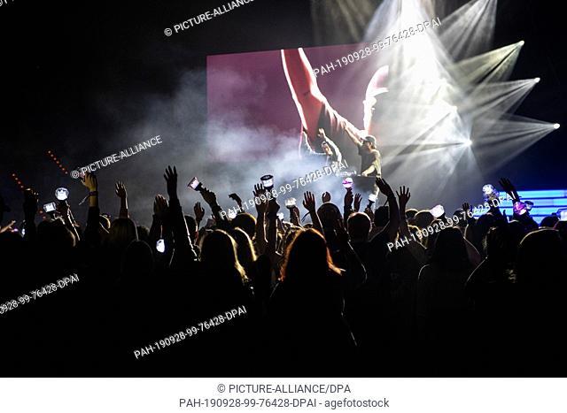 """28 September 2019, Baden-Wuerttemberg, Mannheim: Fans dance in front of the stage during the K-Pop-Festival """"""""Finger Heart Festival"""""""""""