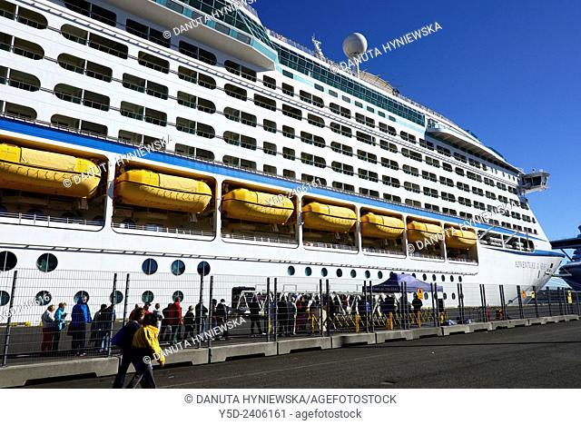 Huge cruise ships in Skarfabakki harbor† in Reykjavik, Iceland