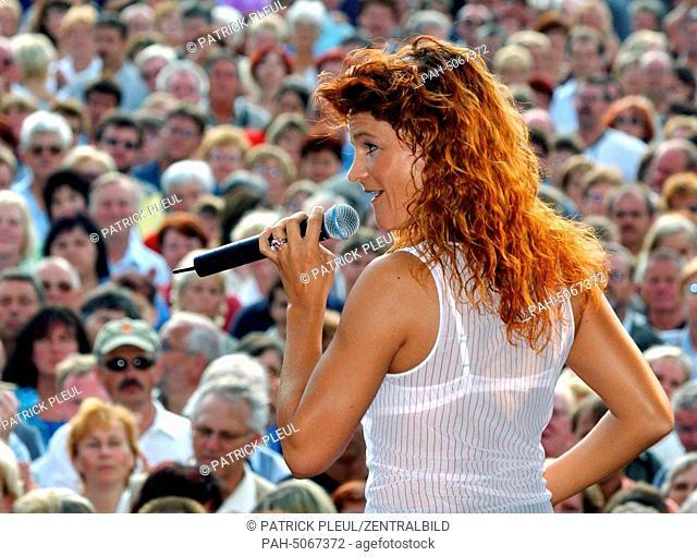German folk singer Andrea Berg performs on the 13th of July in 2003 in Frankfurt/Oder. - Frankfurt:Oder/Brandenburg/Germany